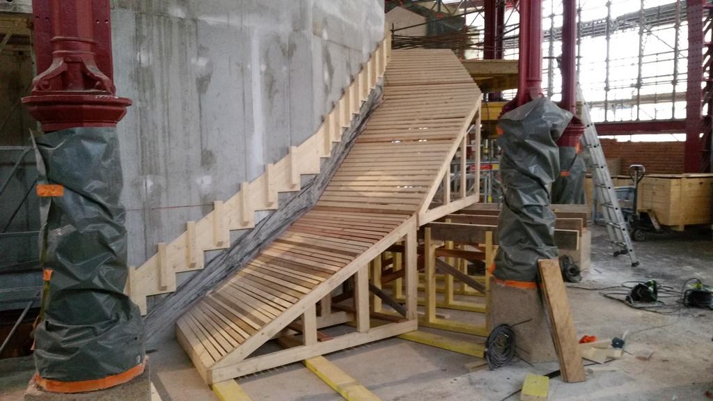 coffrage d 39 escalier b ton tournant atout charpente. Black Bedroom Furniture Sets. Home Design Ideas